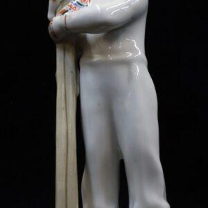 антикварная-фарфоровая-фигурка-лыжница