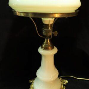 антикварная-настольная-лампа-из-шпиатра