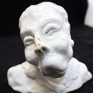 антикварная-статуэтка-старуха