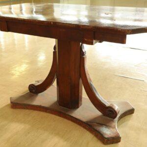 придиванный-стол-из-красного-дерева