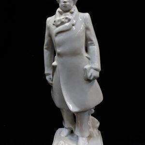 старинная-фарфоровая-статуэтка-пушкин-в-цилиндре