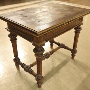 старинный-обеденный-раздвижной-стол