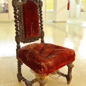 старинный-стул-из-дерева-дуба