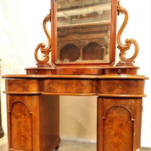 старинный-туалетный-столик