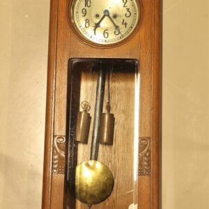 старинные-часы-из-дерева-дуба