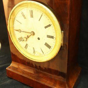 старинные-часы-из-красного-дерева