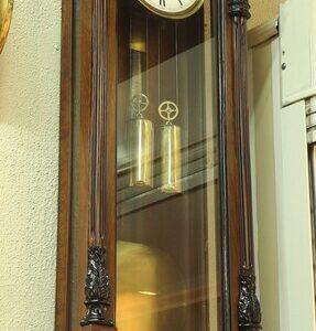 Старинные настенные часы с боем