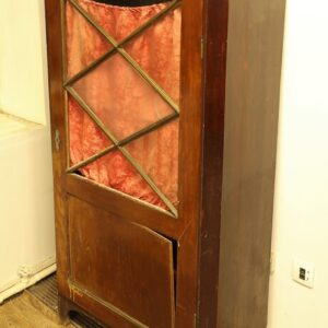 старый-книжный-шкаф-из-дерева