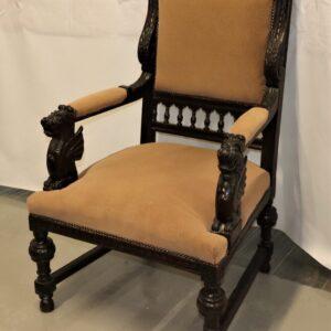 старое-кресло-со-львами